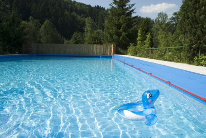 how to avoid swimming pool accidents