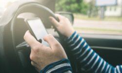 Conductores de Florida son los segundos peores en Estados Unidos por conducir distraídos